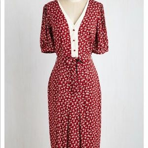 Dresses & Skirts - Red Floral Wiggle Dress